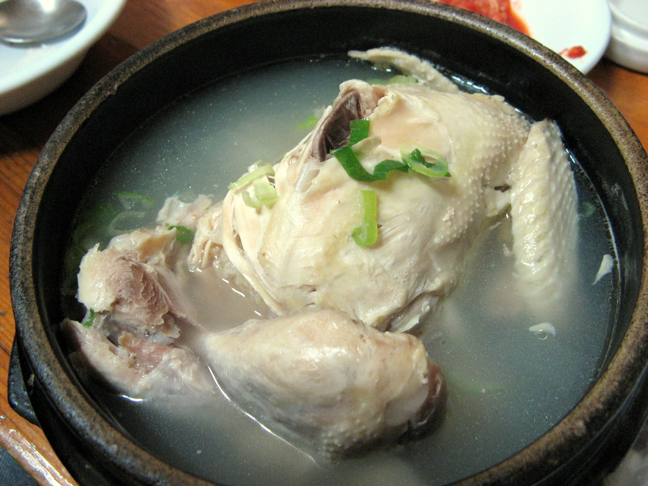 Korean_chicken_soup-Samgyetang-01