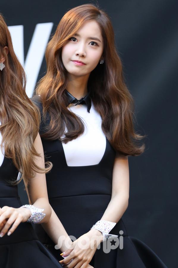 Yoona_KCON1-599x900