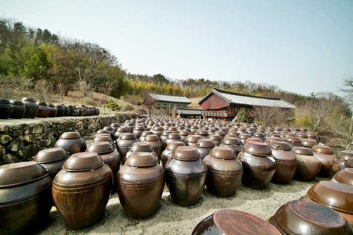 Jangdokdae at Tongdosa Temple in Yangsan, Gyeongsangnam-do (South Gyeongsang Province) (photo: Yonhap News)