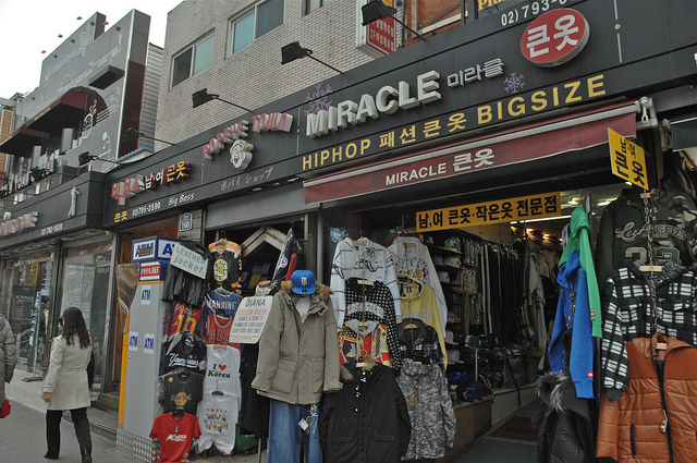 shopping in itaewon
