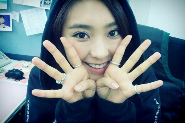 SISTAR-s-Bora-puts-on-aegyo-to-support-K-Will-and-Dasom_43