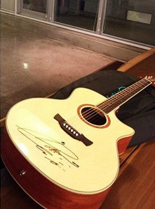iu-guitar